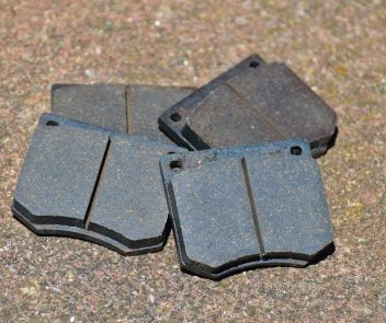 how many brake pads does a car have