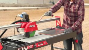 How to use a wet saw tile cutter